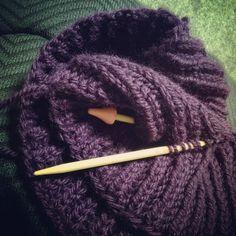 イギリスゴム編みのスヌード - ももごはん Neck Warmer, Fingerless Gloves, Arm Warmers, Knitted Hats, Knitting Patterns, Knit Crochet, Projects To Try, Sewing, Handmade