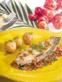 Carite (pescado) con salsa de ajíes dulces y cilantro
