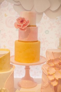 Sweet as can be, this pink and gold cake was simple and elegant for a first birthday party.  Source: Sweet Style