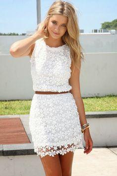 weißes kleid mit gurtel