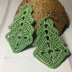 Transcendent Crochet a Solid Granny Square Ideas. Inconceivable Crochet a Solid Granny Square Ideas. Crochet Earrings Pattern, Crochet Jewelry Patterns, Granny Square Crochet Pattern, Crochet Bracelet, Crochet Squares, Bead Crochet, Crochet Accessories, Crochet Motif, Crochet Flowers