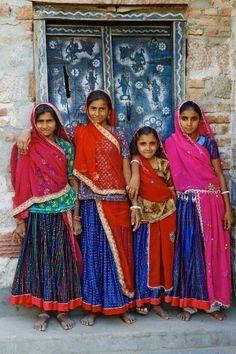 India, Rajasthan, Meda village around Jodhpur, Rabari ethnic group, Mapi (12 old), Swaram (16 old), Maseru (8 old) et Santu (15 old)