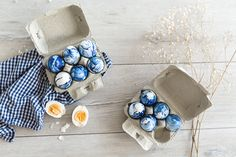 Easter is around the corner so let me serve you a trendy Easter Egg Idea: The Marble Look. + of course the tutorial how to make them. Lingerie, Easter Eggs, Diy Ideas, Marble, Make It Yourself, Lifestyle, How To Make, Blog, Inspiration