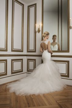 Justin Alexander Spring 2016 is a collection that exemplifies timeless elegance embracing Old Hollywood glamour, capturing the romantic dreams of brides.
