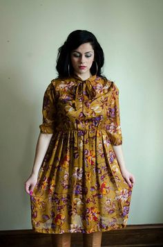 2c17ef0b10733 Vintage Plus Size Mustard Secretary Dress Size 12 14