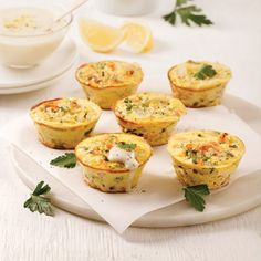 Mini-quiches au saumon Mini Quiche Sans Pate, Mini Quiches, Muffin Tin Recipes, Tzatziki, Diet And Nutrition, Fish And Seafood, Baked Potato, Healthy Snacks, Sandwiches