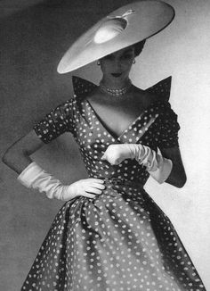1952. If only we dressed so beautifully today. Elegance at its absolute best.: