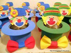 Cartola de lata de nescau de revestida de e.a (emborrachado) Pode ser usado como enfeite de mesa e dentro pode se colocar do… Kids Crafts, Clown Crafts, Circus Crafts, Carnival Crafts, Carnival Themes, Circus Theme, Party Themes, Party Ideas, Clown Party