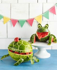 Learn how to make this watermelon frog centerpiece and turtle watermelon bowl from Woman's Day! Other ideas include a watermelon drink dispenser and watermelon hippo. Watermelon Carving Easy, Watermelon Bowl, Watermelon Cutting, Watermelon Turtle, Watermelon Crafts, Tortoise Care, Tortoise Food, Fruit Animals, Watermelon Animals