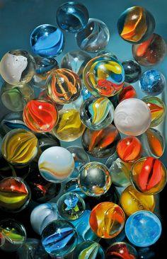 """Knikkers, Hyperrealism by artist Tjalf Sparnaay"