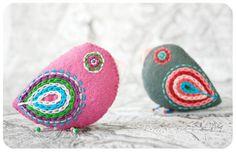 magenta & gray bird pins / felt brooches by moloco on Etsy