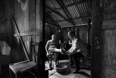 Após percorrer 38 cidades em um ano, o fotógrafo Araquém Alcântara lança livro sobre o Mais Médicos: 'é um manifesto humanista', diz | Blog do Bolchê