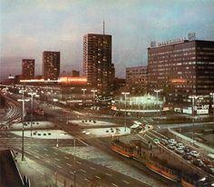 [Warszawa]Wars i Sawa - Domy Towarowe Centrum Seattle Skyline, New York Skyline, East Germany, Modern City, Warsaw, Popular, Illusions, Skyscraper, Europe