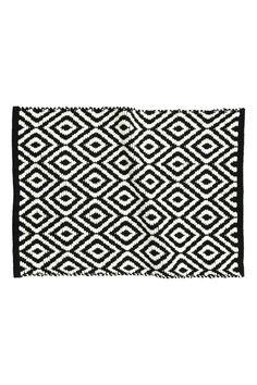 Jacquard-weave bath mat: Rectangular bath mat in cotton with a jacquard-weave pattern. Retro Bathrooms, Amazing Bathrooms, Bathroom Rugs, Bath Rugs, Black Bath Mat, H & M Home, Black White Pattern, Jacquard Weave, Bathroom Interior Design