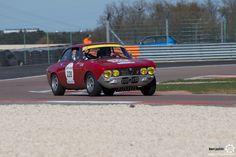 #Alfa_Romeo 2000 GTV sur le #TourAuto2016 à #Dijon_Prenois. Reportage : http://newsdanciennes.com/2016/04/20/tour-auto-2016de-passage-a-dijon-prenois-on-y-etait/ #ClassicCar #VoituresAnciennes #VintageCar #MoteuràSouvenirs