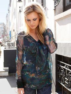 burda style, Schnittmuster - Transparente Bluse mit angeschnittenen Bindebändern, angesetzten Manschetten und Passennähte vorne und hinten. Nr. 119 aus 08/2013