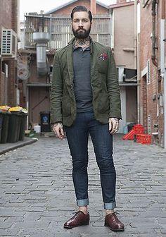 グレーポロシャツ(フレッドペリー)×カーキジャケットの着こなし(メンズ)