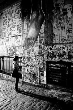 "Artsy Alley just before the ""gum wall"" in Pike Place Market in Seattle >>>Looks really cool"
