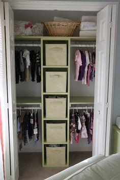 Quatre espaces pour accrocher les vêtements
