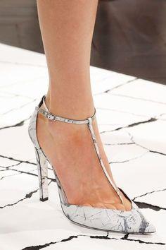 Textured heels. Xk #kellywearstler #myvibemylife #crackle