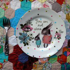 Sica Maria: Decorando a parede com pratos.