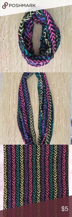 """NWOT Black Chevron Arrow Pattern Infinity Scarf NWOT Black Chevron Arrow Pattern Infinity Scarf  60"""" circumference, 23"""" wide.   Reasonable offers welcome! 20% off bundles! Smoke- & pet-free home Any questions? Just ask! Accessories Scarves & Wraps"""