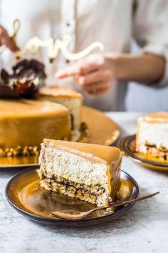 Tort karmelowy z orzechami i lustrzaną polewą – Domowe wypieki Justyny i Doroty Cake Recipes, Dessert Recipes, Cupcakes, Food Inspiration, Tiramisu, Muffins, Pie, Sweets, Baking