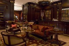 Read in luxury at the Lanesborough Hotel's traditional English library bar which serves and displays both books and booze. The bar boasts a collection of Cognac going back tot eh century, and books just as old. English Library, English House, English Style, Library Bar, Library Ideas, Pub Decor, Home Decor, English Decor, Cigar Room