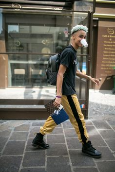 Wide range of exclusive kids Dr Martens boots at Awesome Shoes. Hip Hop Fashion, Dope Fashion, Urban Fashion, Mens Fashion, Fashion Outfits, Dr. Martens, Dr Martens Boots, Men Street, Street Wear
