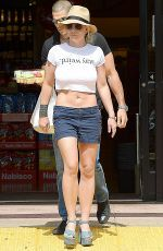 BRITNEY SPEARS Out and About in Westlake Village 09/14/2015