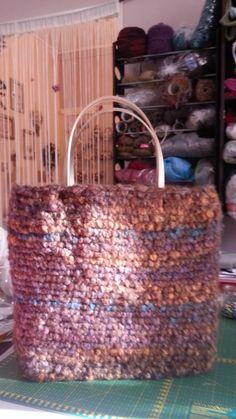 """Borsa pura lana con inserimento di rete a lavorazione finita per renderla rigida. """"atelier sogno di Patti"""""""