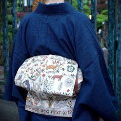 後ろはこんな感じ。綿薩摩にカンタワークの帯。 #japan #tokyo #setagaya #kimono #obi #KHANTHAWORK #着物 #きもの #帯 #カンタワーク #刺繍 Fox Character, Traditional Kimono, Summer Kimono, Kanzashi, Kimono Fabric, Silk Brocade, Japanese Outfits, Yukata, Single Women