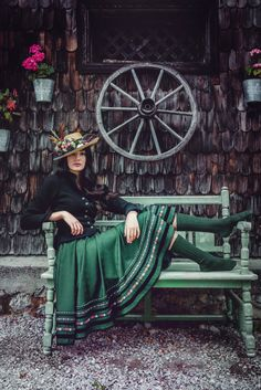 Green/black Dirndl style with open hair & hat. Love the traditional yet playful touch with the long green socks. On the shoes its your call. Pretty Outfits, Beautiful Outfits, Folklore, Countryside Fashion, Alpine Style, Dirndl Dress, Classic Style Women, Soft Classic, Clothes Crafts