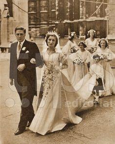 Honorable Gerald David Lascelles & Srta Angela Estree Lyssod D'Arcy, son of Mary, Princess Royal. Royal Wedding Gowns, Royal Weddings, Wedding Dresses, Vintage Weddings, Wedding Pics, Wedding Bride, Bride Tiara, Royal Brides, Amazing Weddings