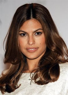 On the page You see beautiful pictures on the theme: eva mendes hair color. Office Hairstyles, Long Bob Hairstyles, Celebrity Hairstyles, Eva Mendes Hair, Eva Mendes And Ryan, New Hair Colors, Cool Hair Color, Grey Hair Streak, Reverse Ombre Hair