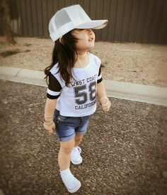 Now you are one of them to search girl dp Cute Kids Pics, Cute Baby Girl Pictures, Cute Girl Photo, Cute Little Girls Outfits, Little Girl Dresses, Kids Outfits, Baby Girl Fashion, Kids Fashion, Cute Babies Photography