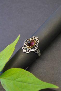 Moderner Trachtenschmuck Ring aus Silber. Ob zum Dirndl oder zum Modernen, mit diesem Ring glänzen Sie zu jedem Anlass. Jetzt in unserem Online Shop kaufen. Pandora Charms, Charmed, Bracelets, Jewelry, Fashion, Brooch, Earrings, Stud Earring, Rhinestones