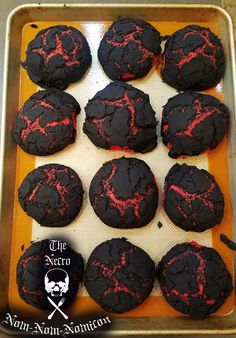 Halloween Brimstone Bread: 4 Steps (with Pictures) Are you thinking of the perfect recipes for halloween? Look no further because we give you the best halloween recipes treats that looks halloween but taste yummy. Looks Halloween, Halloween Dinner, Halloween Food For Party, Halloween Treats, Halloween Foods, Creepy Halloween, Halloween Stuff, Dragon Halloween, Halloween Baking