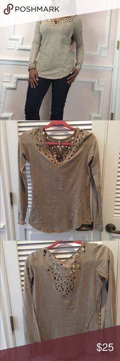 Free People Cute top with buttons this cute top is preowned but in great condition no flaws size extra small Free People Tops Blouses