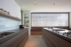 #homify #Küche #Braun #Modern #Fenster #Licht #Design #Glas