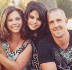 Look At Her Now, Other People, Selena Gomez, Famous People, Idol, Celebs, Queen, Couple Photos, Friends