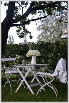 #zithoek onder de boom! #wit #meubels #outdoor #tuin