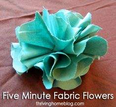 Five Minute Fabric Flowers - Thriving Home Fabric Flower Tutorial Easy Fabric Flowers, Material Flowers, Fabric Flower Tutorial, Cloth Flowers, Felt Flowers, Diy Flowers, Paper Flowers, Flowers Garden, Fabric Flower Pattern