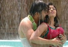Actress Oviya Hot Navel
