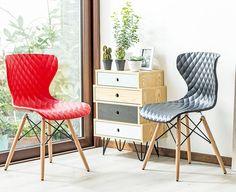 Una mesa con una silla es una clásica composición que destacará cualquier rincón de tu sala de estar  #SillasyEscritorios #SodimacHomecenter #Sodimac #Homecenter