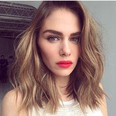 Rouge à lèvre rouge corail / Summer look