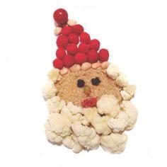 Cara hecha de quinoa, los ojos con pasas, la nariz es de pistacho y la boca medio tomatito cherry. El gorro rojo es de frambuesas y almendras con la borla de tomatito cherry. Y para terminar, la barba blanca está hecha con coliflor.