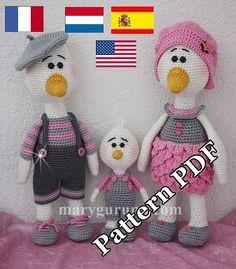 Esto no es un producto acabado sino un jefe a PDF protegido. ****************************************************************************  Explicaciones en francés u holandés o español o inglés al crochet una adorable familia de patos.  Tutorial en PDF para hacer Canard de Sr., Sra. caña y un patito. Explicación detallada (sin figura) para lograr los 3 modelos de escrito.  Tamaños: Señor mallèchés: 32cms Sra. Mallèchés: 32cms Mallèchés joven: 16cms  Gancho utilizado: 3 mm.  Este…