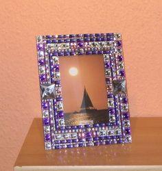 Dieser Bilderrahmen mit Glasscheibe ist 18 cm breit und 23 cm hoch, passend für ein Foto 10 x 15 cm
