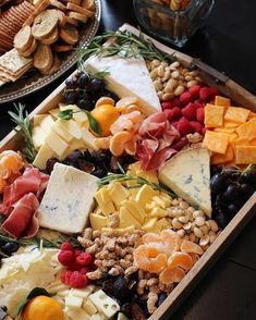 Thanksgiving Dinner >> Look at this amazing rustic fall cheese and fruit tray my friend Lindsay made! How to put together a cheese and fruit tray Thanksgiving Recipes, Fall Recipes, Holiday Recipes, Thanksgiving Appetizers, Thanksgiving Casserole, Thanksgiving Decorations, Thanksgiving Salad, Thanksgiving 2016, Vegetarian Thanksgiving